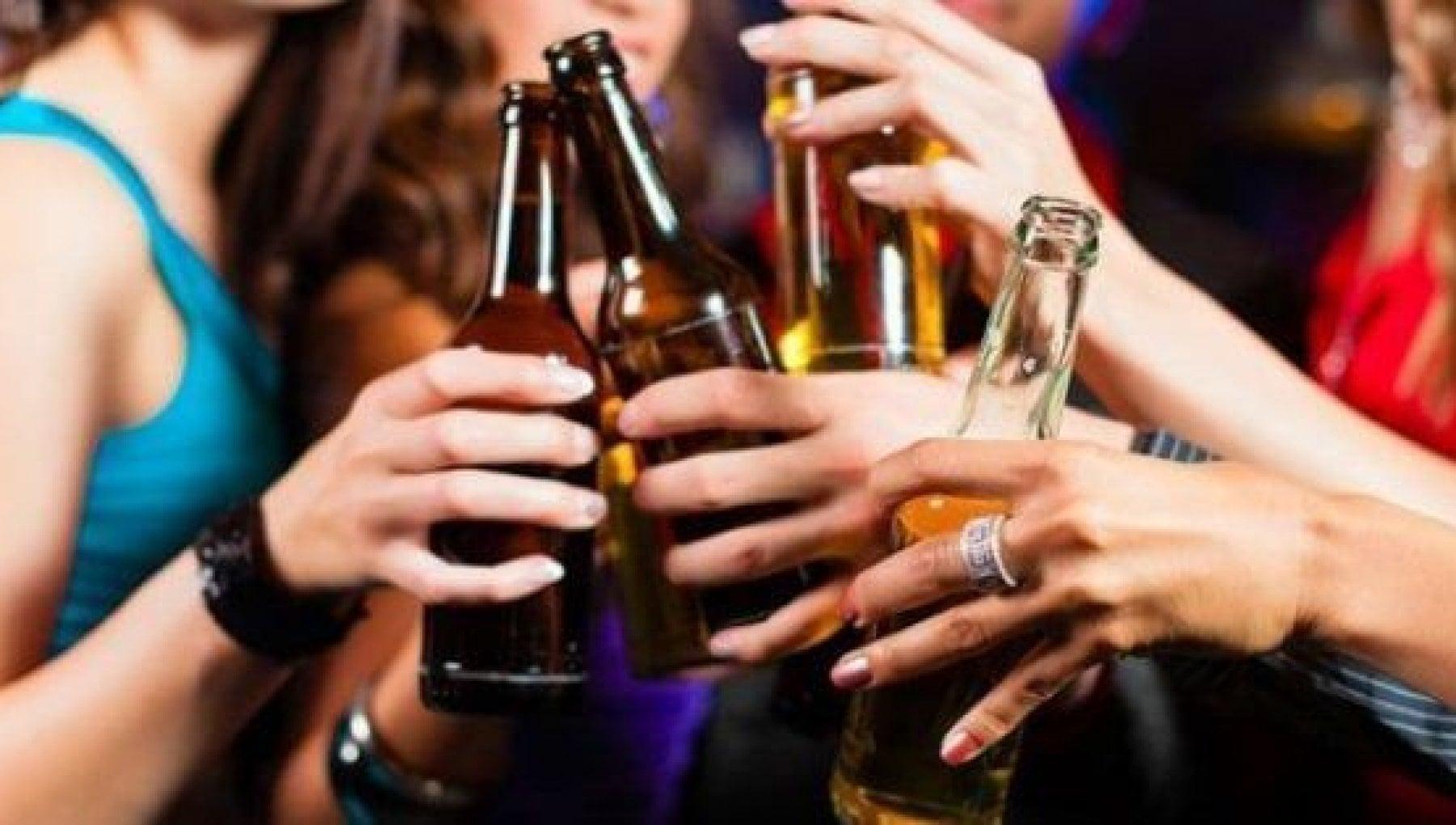 Un milione di ragazzi a rischio alcolismo Colpa del lockdown