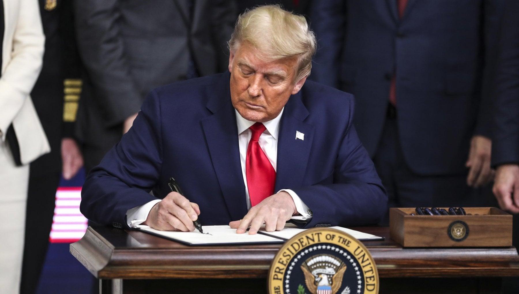 Usa schiaffo a Trump la Camera approva la legge sulla difesa