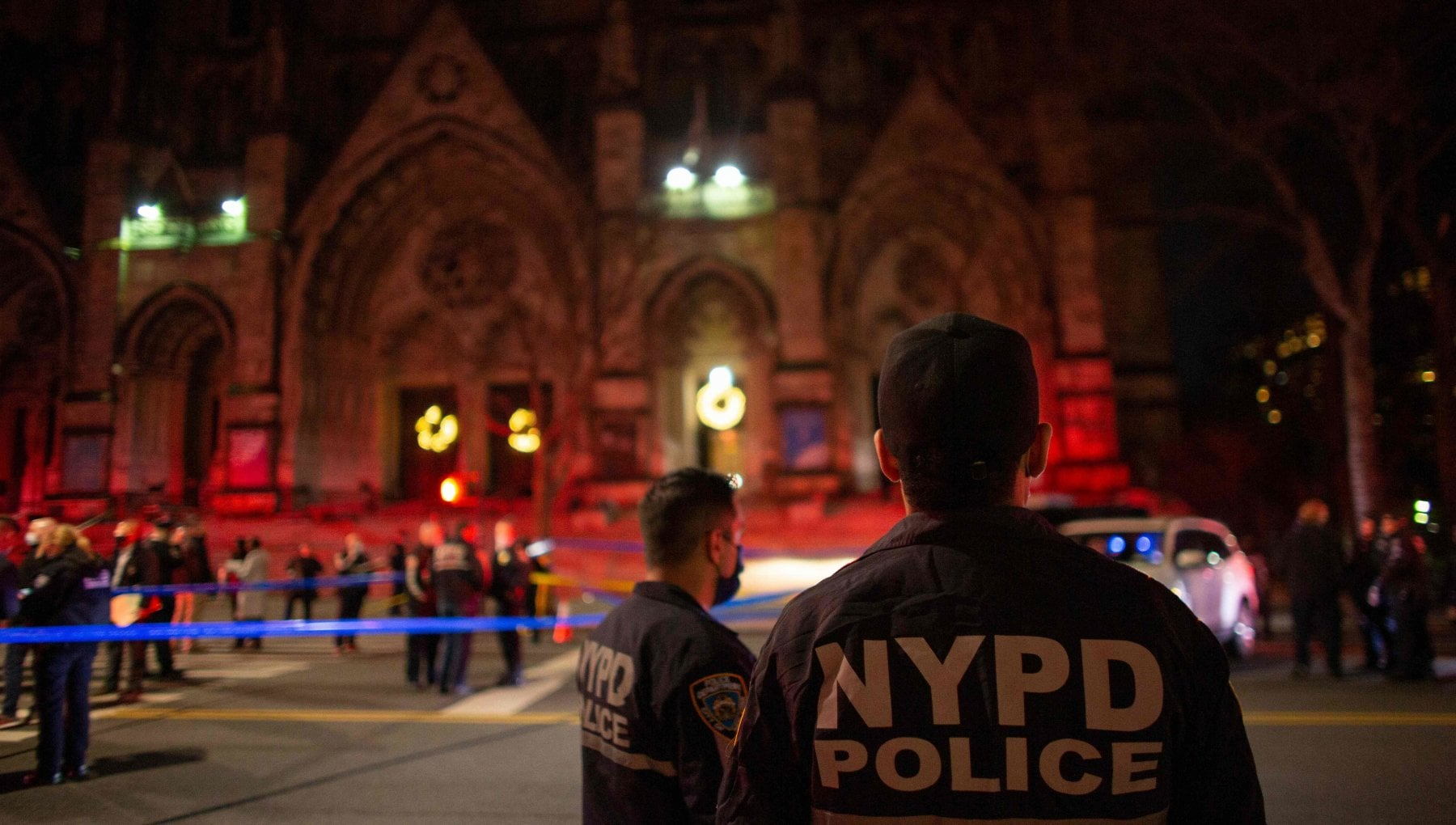 Usa uomo armato ucciso dalla polizia al concerto di Natale nella cattedrale di New York