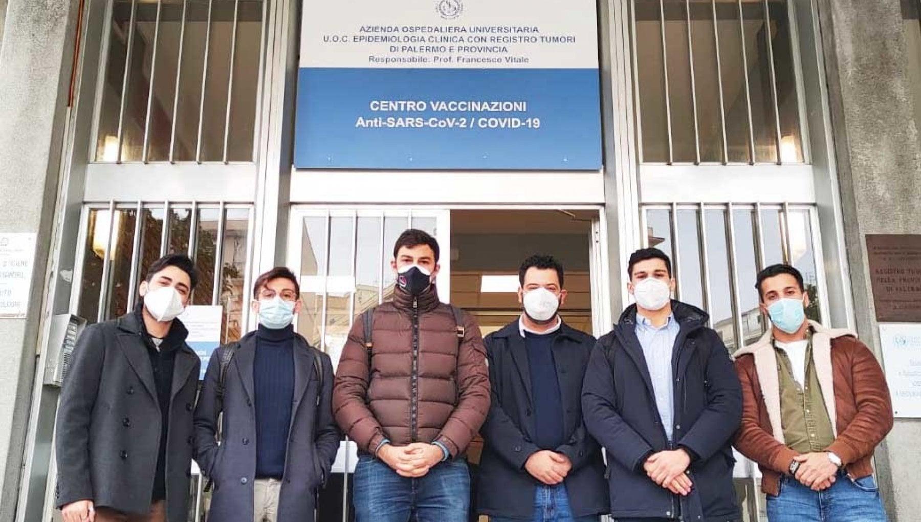Vaccinati al Policlinico di Palermo sei studenti dellUniversita di Catania