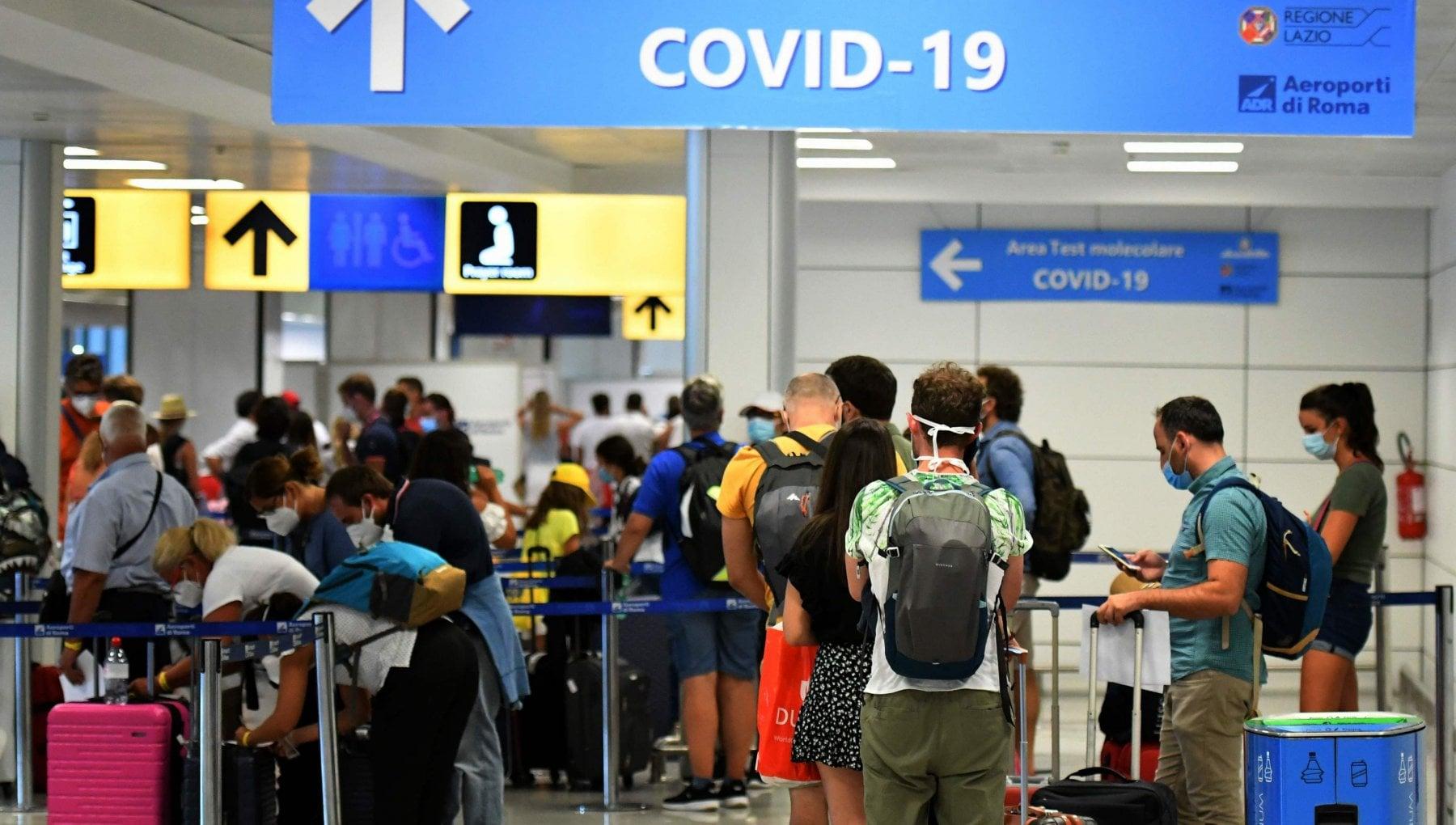Variante inglese un caso accertato altri sette sotto osservazione tra i passeggeri arrivati dal Regno Unito
