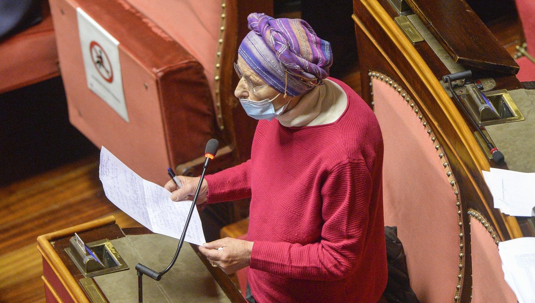 Vax day Piu Europa attacca il governo e annuncia interrogazione in Parlamento Il vaccino ce ma manca una strategia