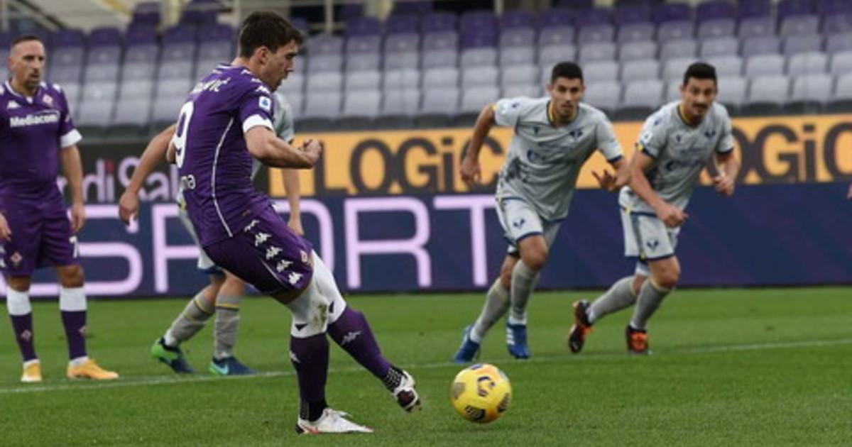 Veloso e Vlahovic di rigore Fiorentina Verona 1 1