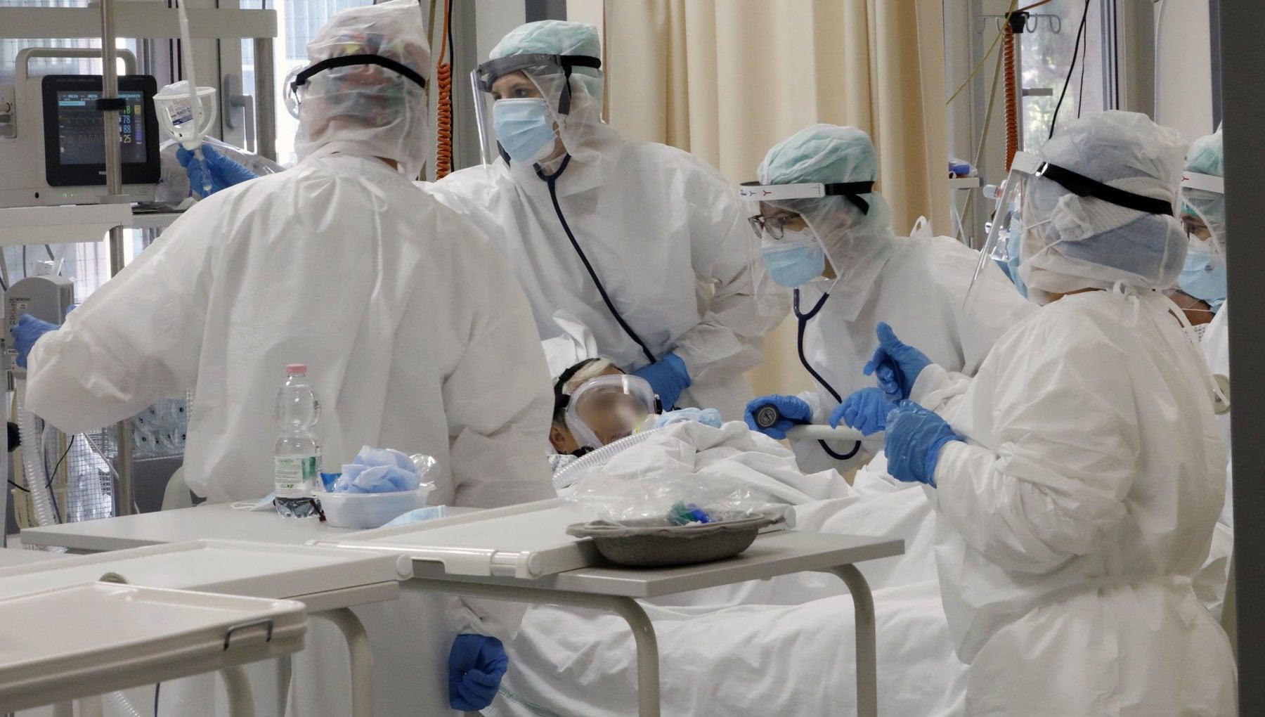 Virus boom di morti in Piemonte e Val dAosta cosi la seconda ondata uccide molto piu della prima