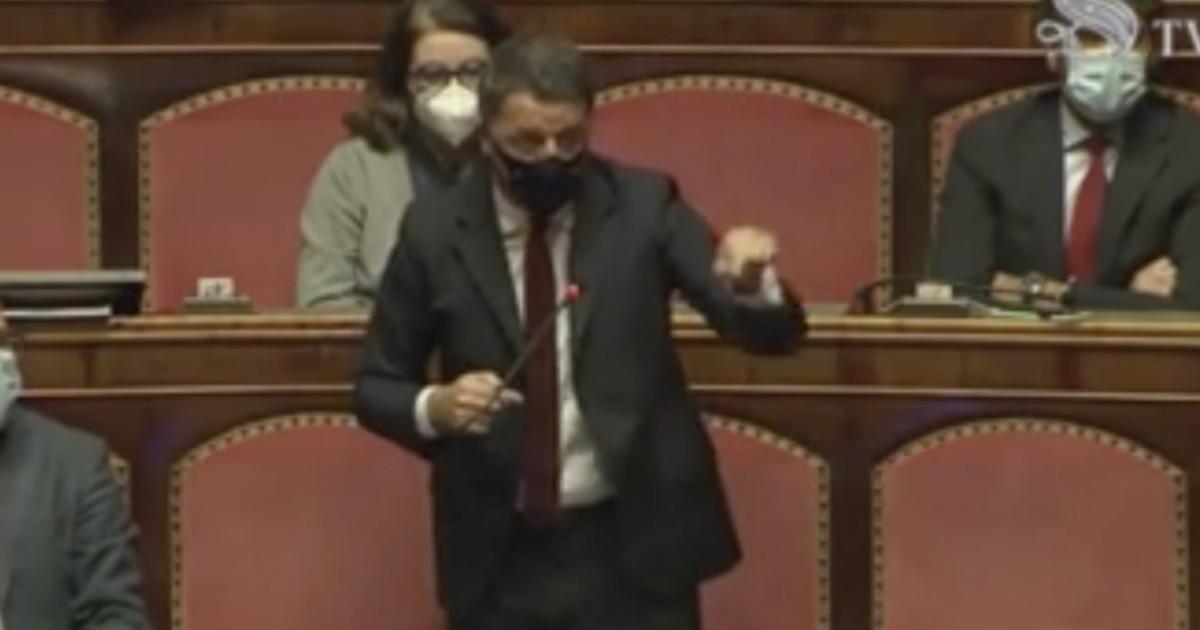 Vuoi poltrone Ecco le nostre. Renzi faccia a faccia con Conte un brutale massacro anche lopposizione applaude. Governo addio