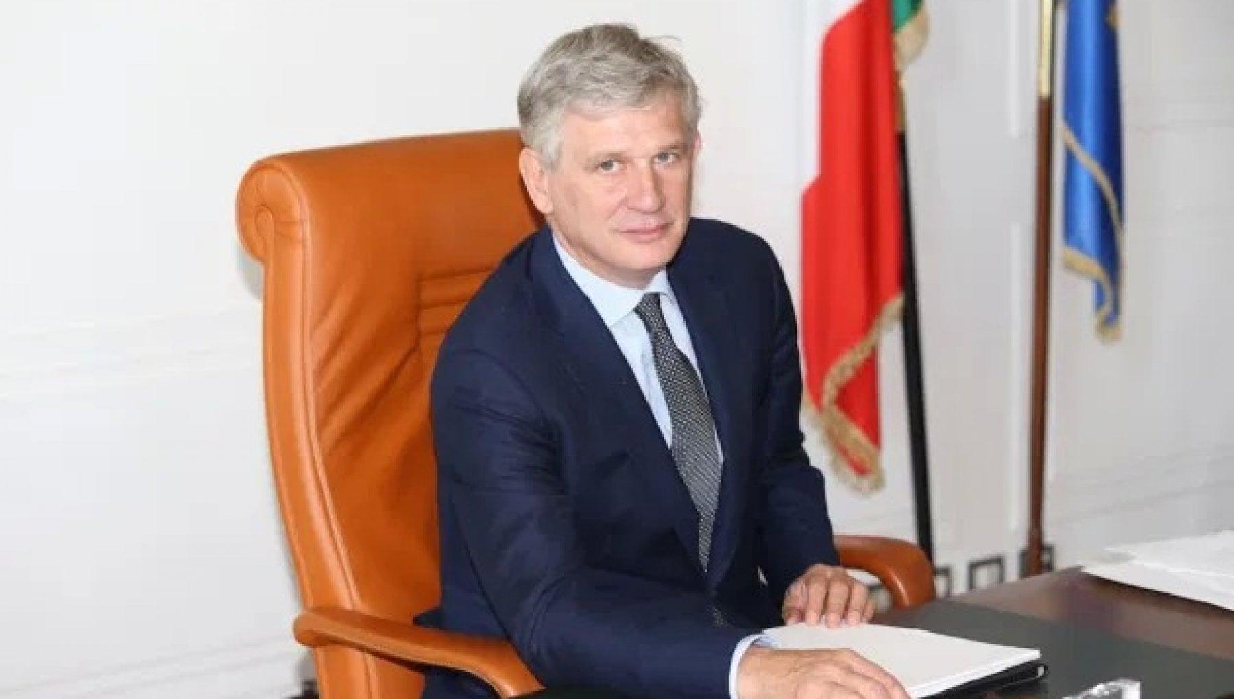 A guidare i Servizi va Pietro Benassi diplomatico merkeliano vicinissimo a Conte