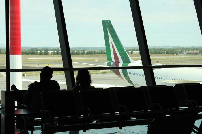 Alitalia commissario vede sindacati rischi per stipendi
