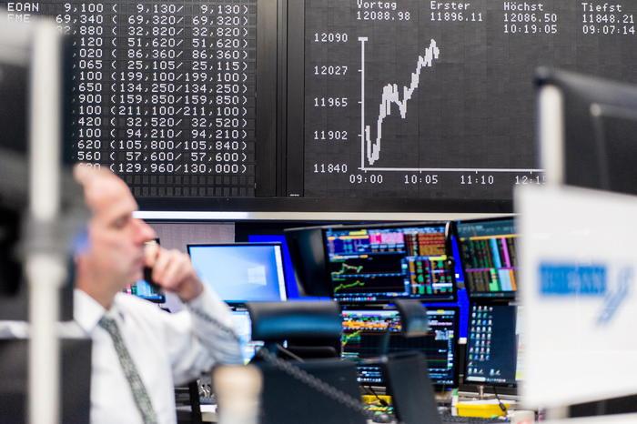 Borsa Europa cauta a Milano brilla Stellantis