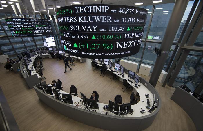 Borsa Europa cauta attesa per stagione conti Milano 01