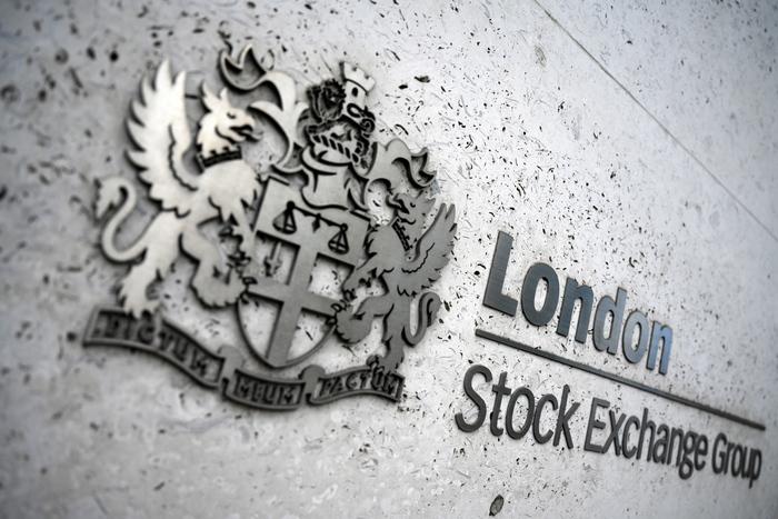 Borsa Europa in calo con avvio contrastato di Wall Street