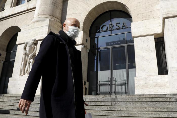 Borsa Milano cauta 02 banche in ordine sparso