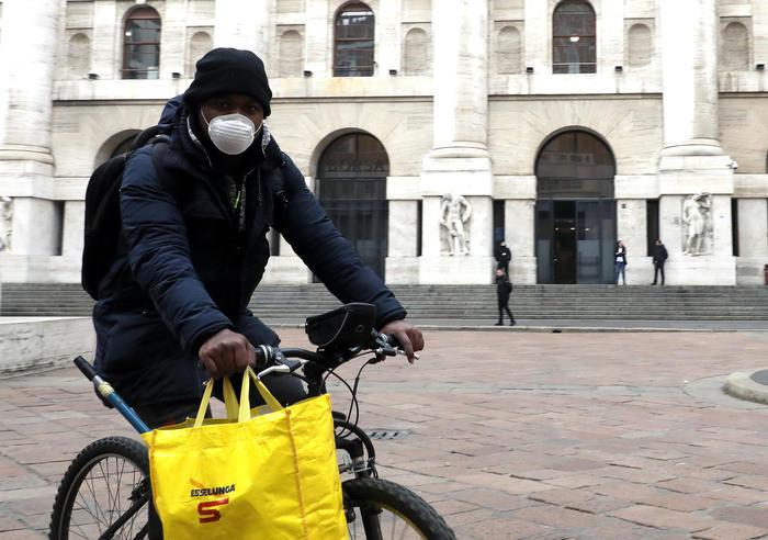Borsa Milano debole 02 pesa incertezza spread a 114