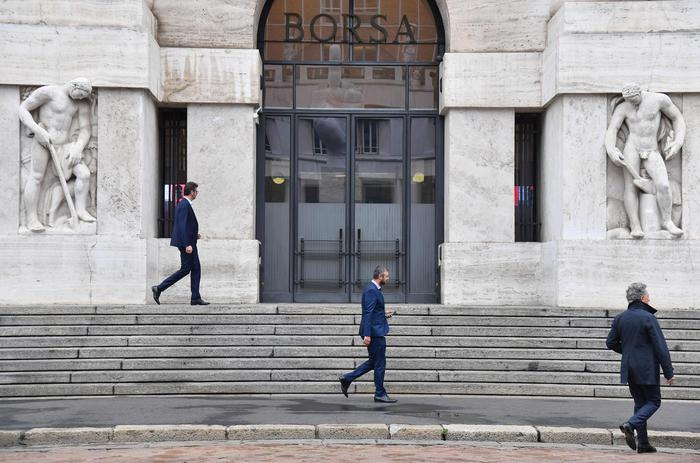 Borsa Milano giu 15 con banche e greggiomale Leonardo