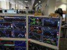 Borsa in ribasso Milano 02 con banche bene Stellantis