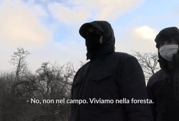 Bosnia fra i migranti che vivono nella neve fuori dal campo profughi di Andrea Lattanzi ed Edorado Bianchi