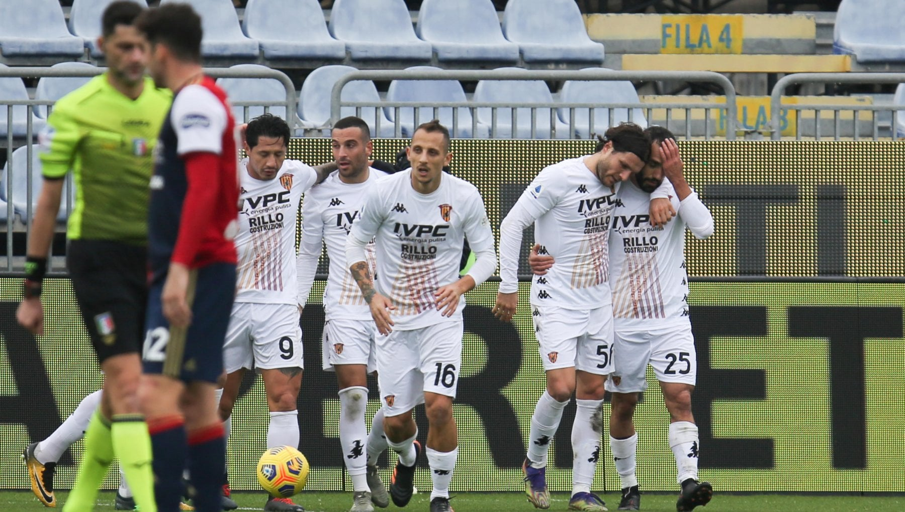 Cagliari Benevento 1 2 Sau e Tuia ribaltano i sardi Di Francesco a rischio esonero
