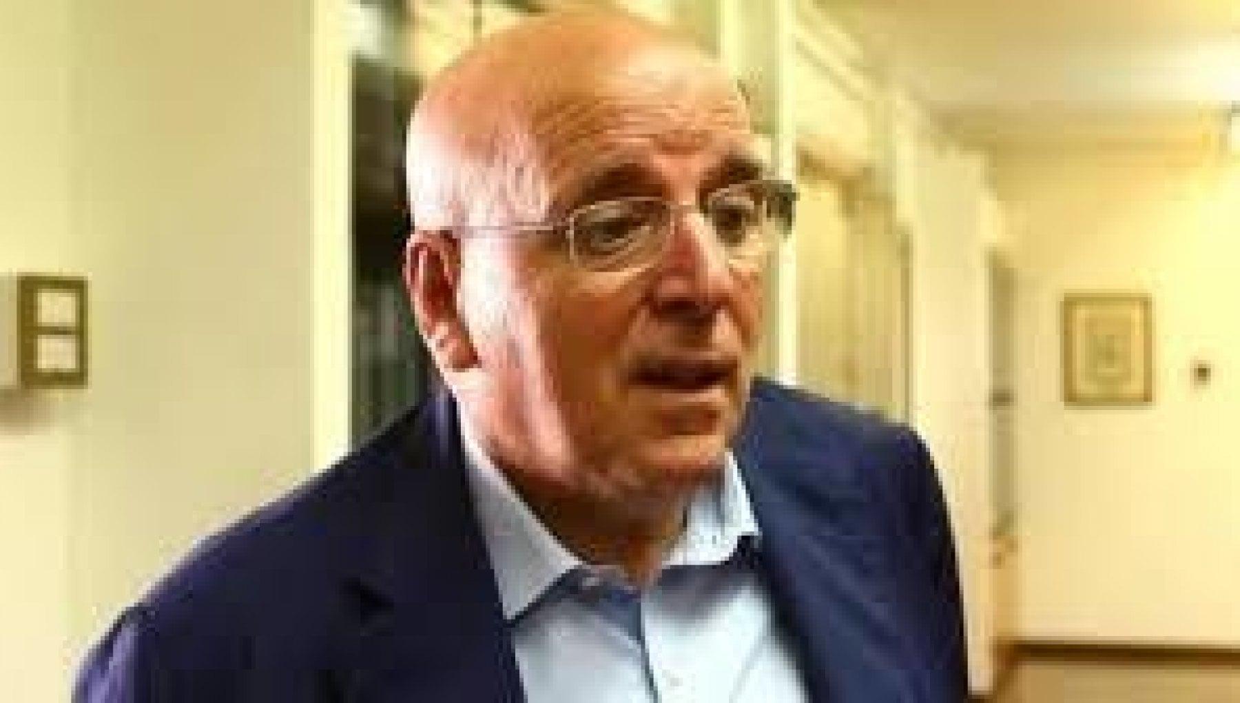Calabria assolto dalle accuse di corruzione e abuso lex governatore Mario Oliverio