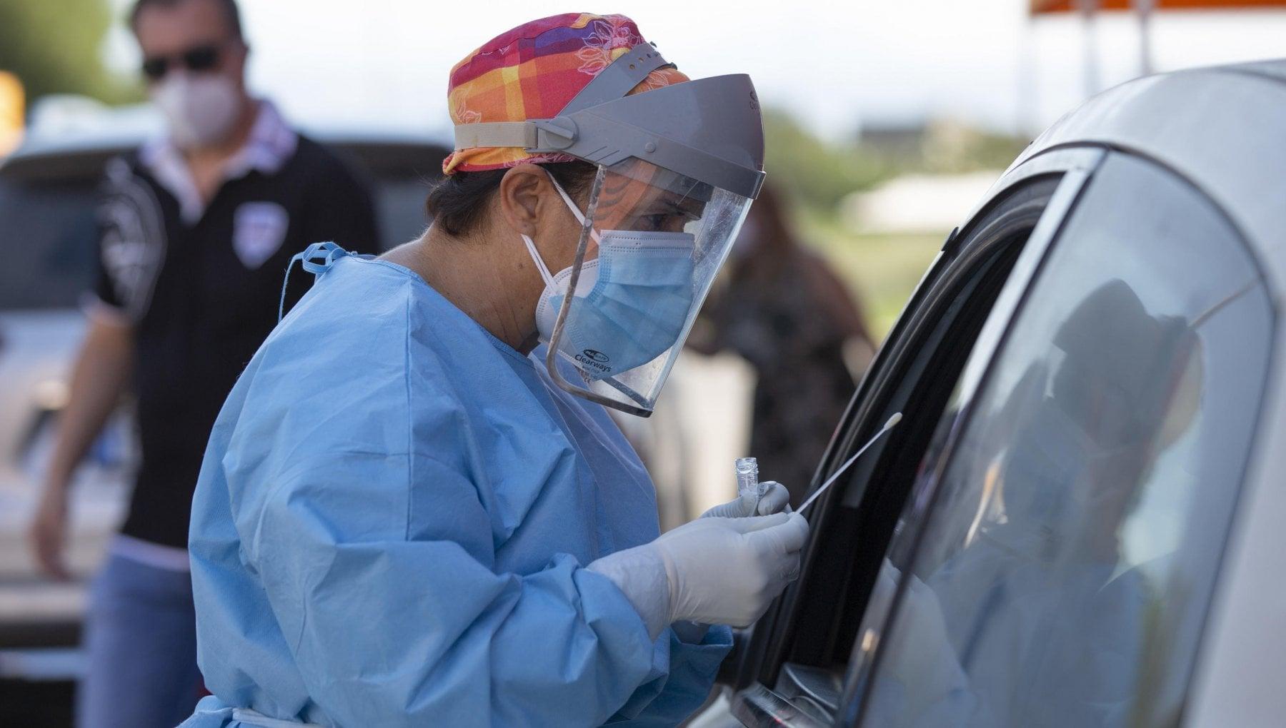 Coronavirus ecco quali sono le regioni rosso scuro in Italia e in Europa. Test obbligatorio e quarantena per muoversi e viaggiare