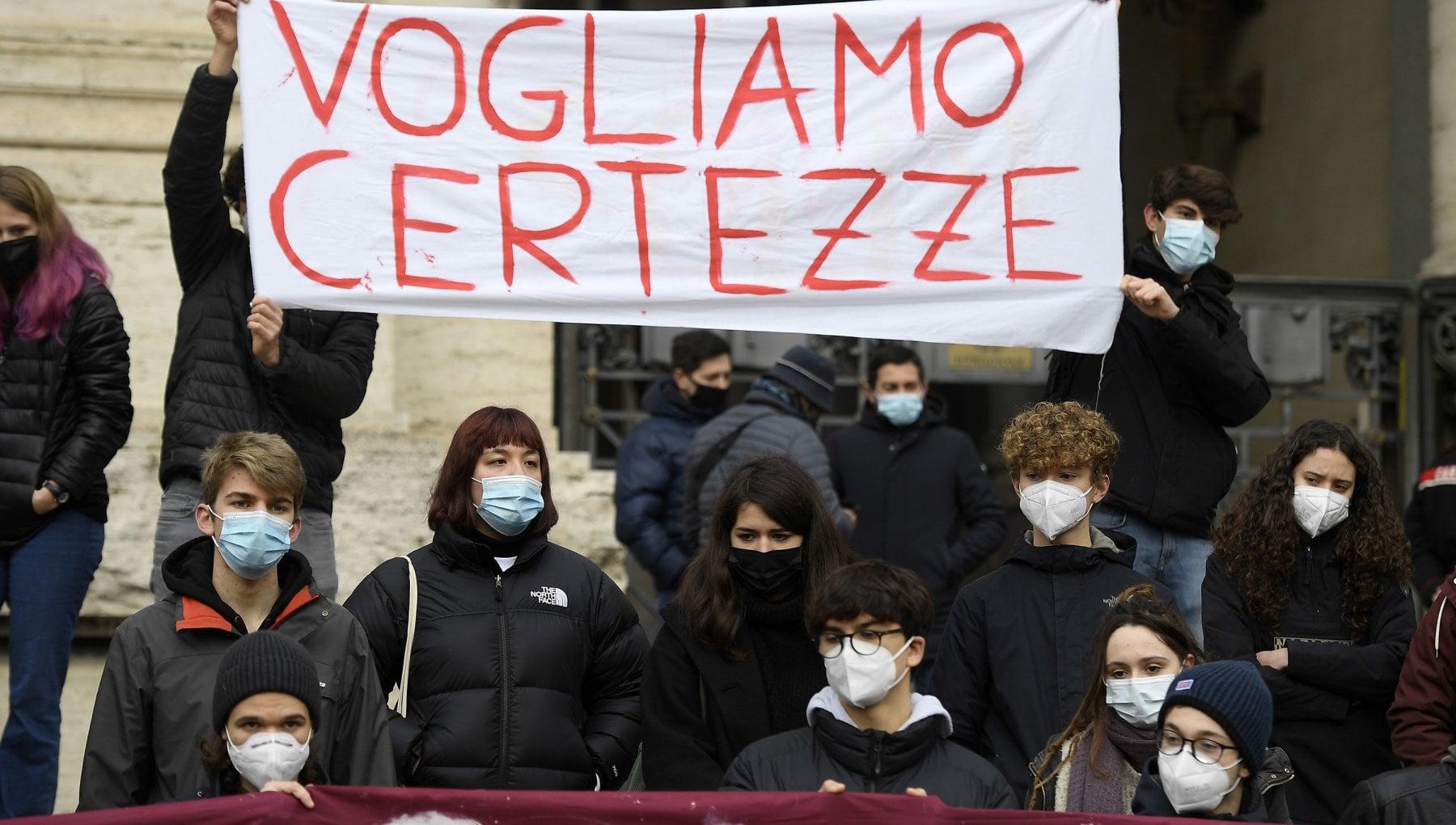 Coronavirus nel Lazio scuole superiori verso un nuovo rinvio si valuta il rientro in presenza per il 31 gennaio. E gli studenti indicono lo sciopero