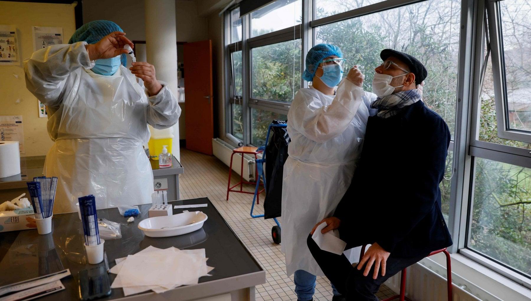 Coronavirus nel mondo tampone obbligatorio per chi va in Francia oltre 50 mila morti in Germania