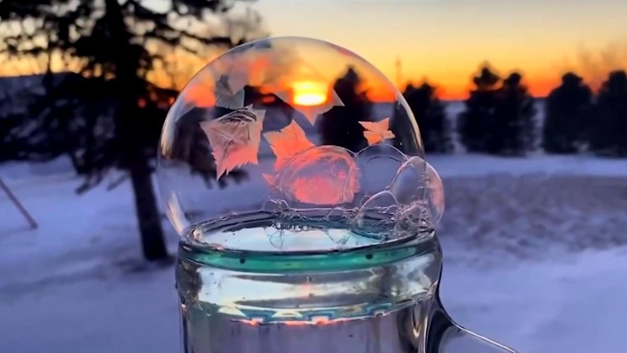 Cosa succede a una bolla di sapone quando si congela la sorpresa del fotografo