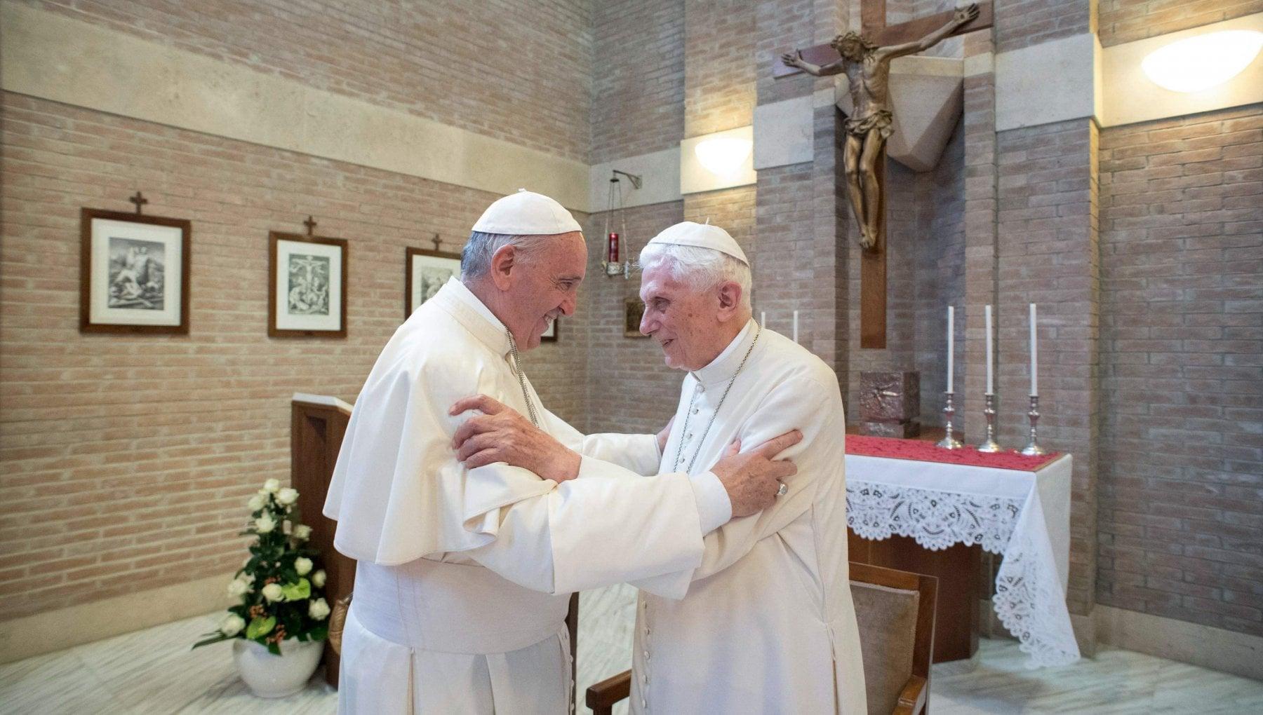Covid Vaticano Vaccinati papa Francesco e Ratzinger