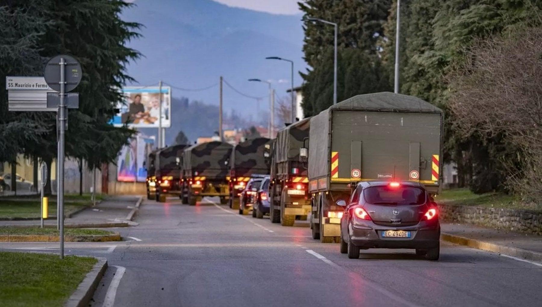 Covid comune di Bergamo querela consigliera leghista negazionista. Eleonora Leoncini Il camion di bare era una fake news
