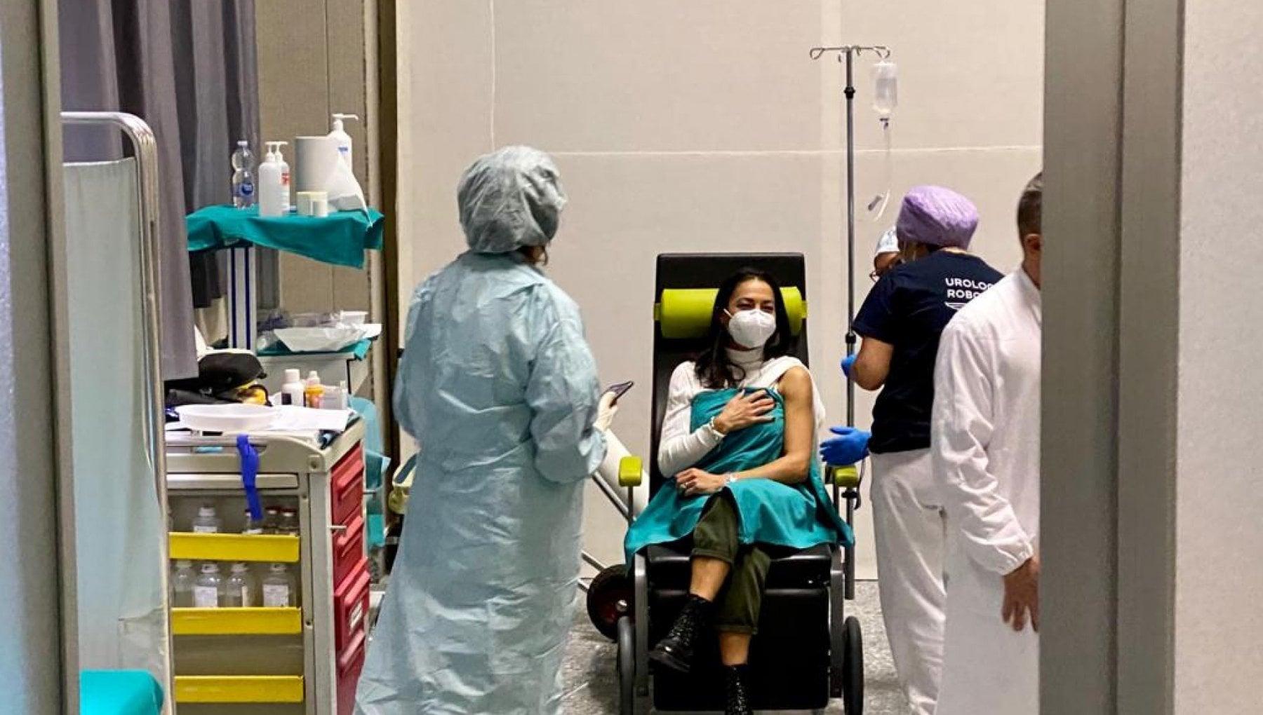 Covid medico siracusano vaccinato sei giorni fa e positivo. Locatelli Protezione completa solo dopo la seconda dose