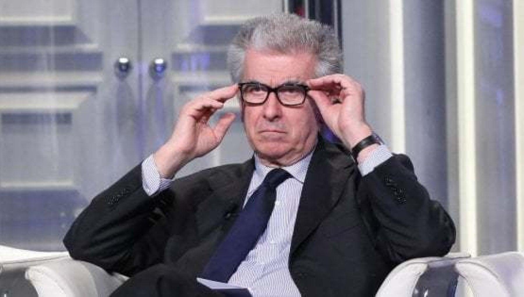 Crisi di governo Luigi Zanda Pd Politica stupida se spinge crisi fino a elezioni. Cosi perdiamo la reputazione in Europa