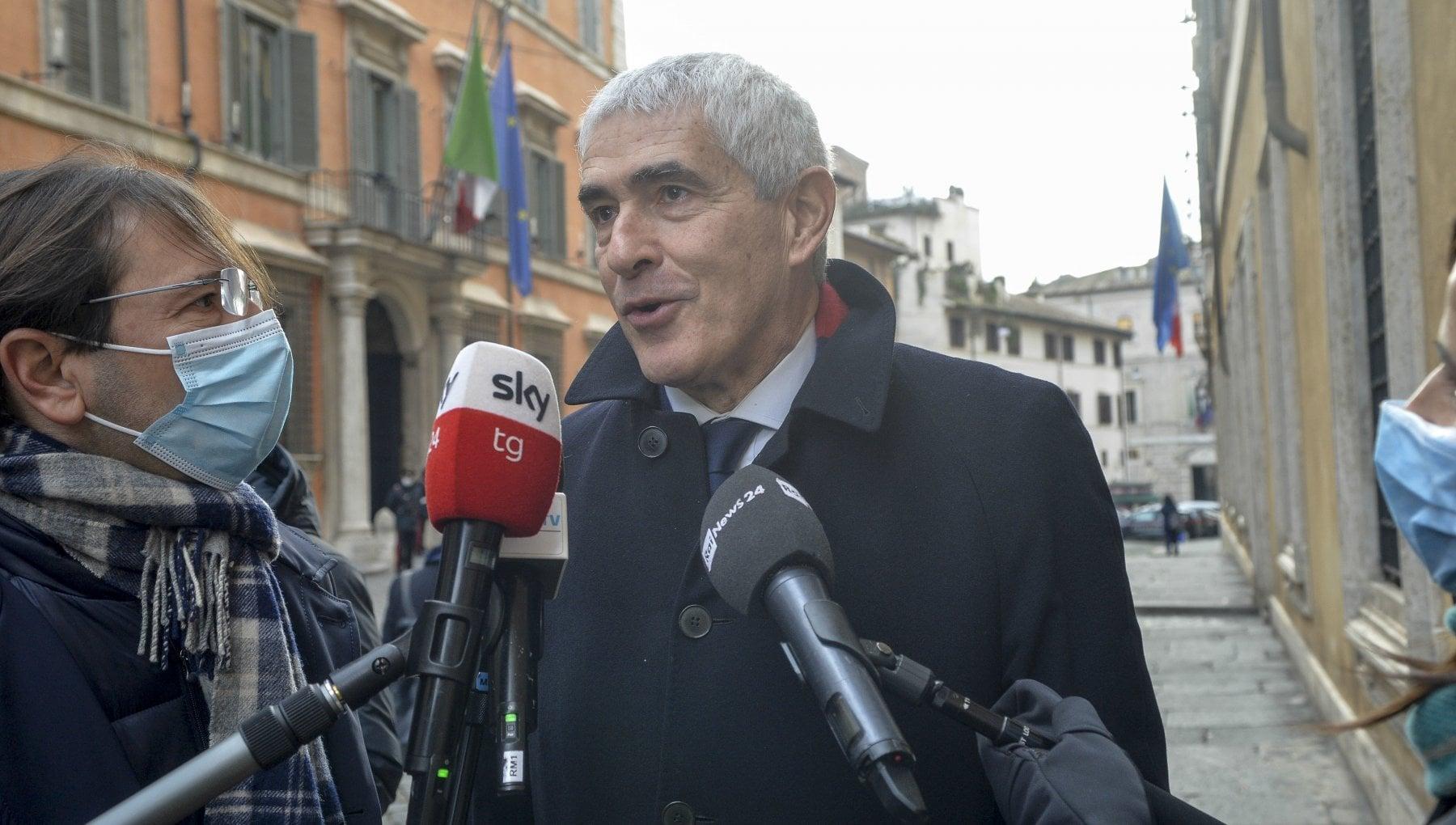 Crisi di governo da Monti a Casini ecco i volenterosi dellultima ora al Senato. Aiuti in arrivo anche da tre senatori di Forza Italia