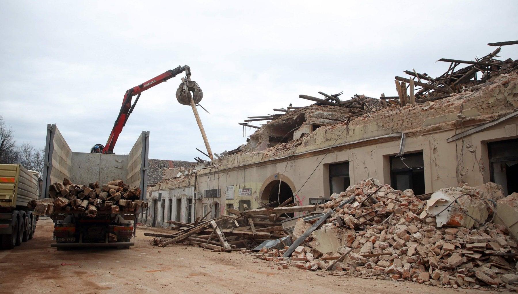 Croazia nuova forte scossa di terremoto nella zona di Petrinja magnitudo 5.2