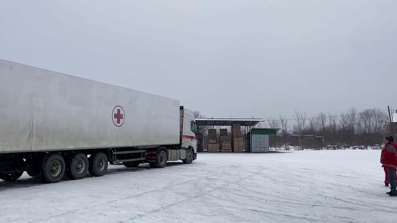 Dentro il campo di Lipa i migranti tra la neve Ce chi dorme in terra mangiamo sempre lo stesso cibo
