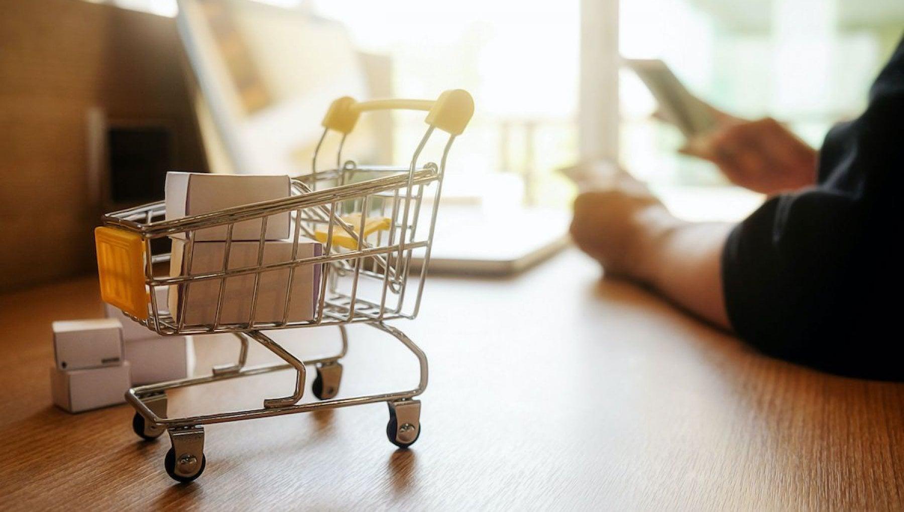 Donne e over 65 il secondo lockdown allarga la spinta del commercio online