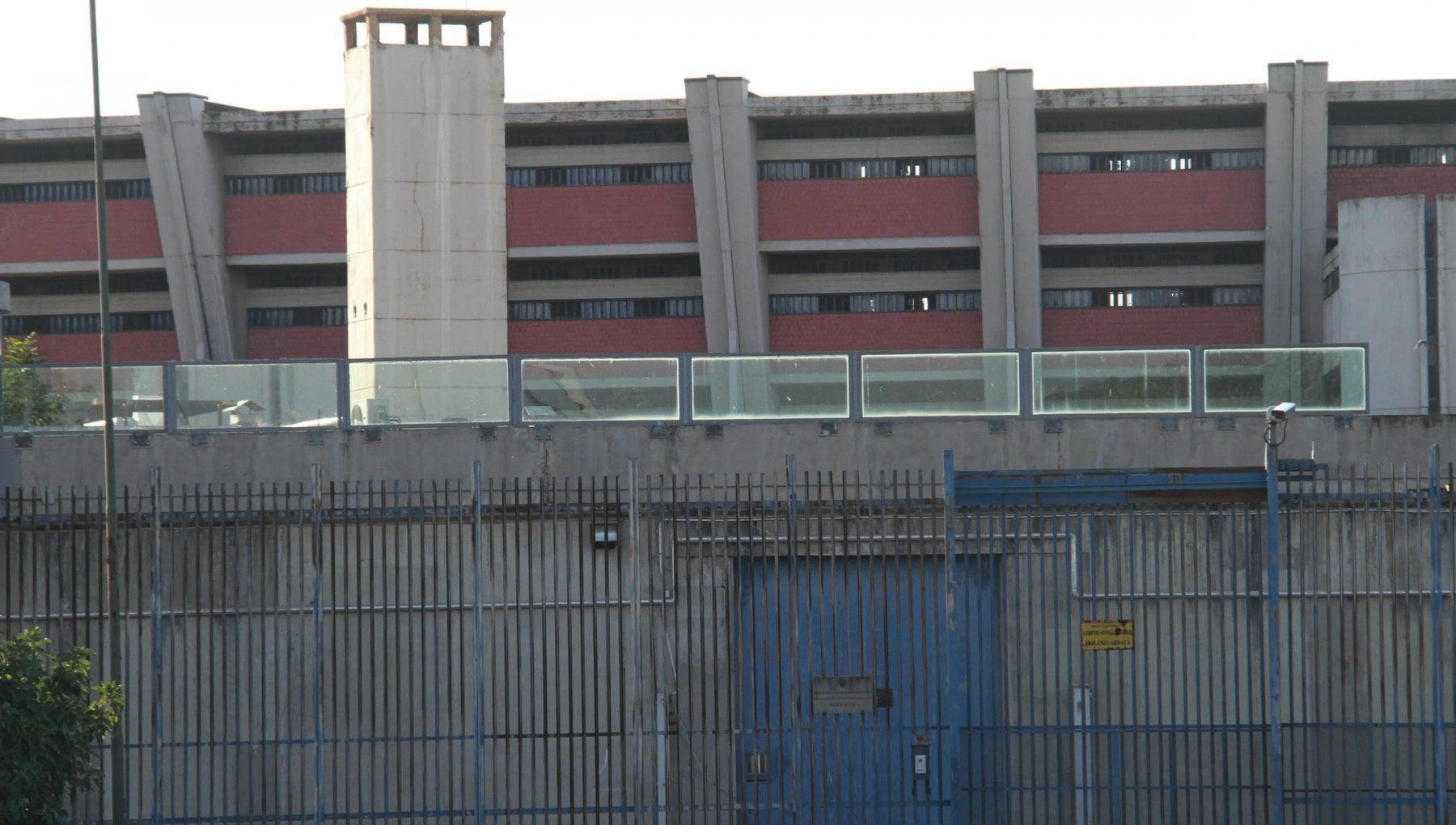 Firenze torture in carcere scattano nove misure cautelari per agenti penitenziari