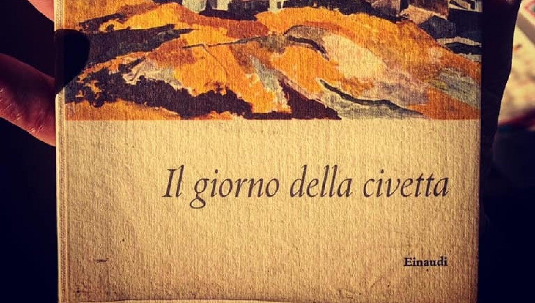 Firenze trova nel cassonetto una prima edizione de Il Giorno della Civetta con la dedica autografa di Sciascia