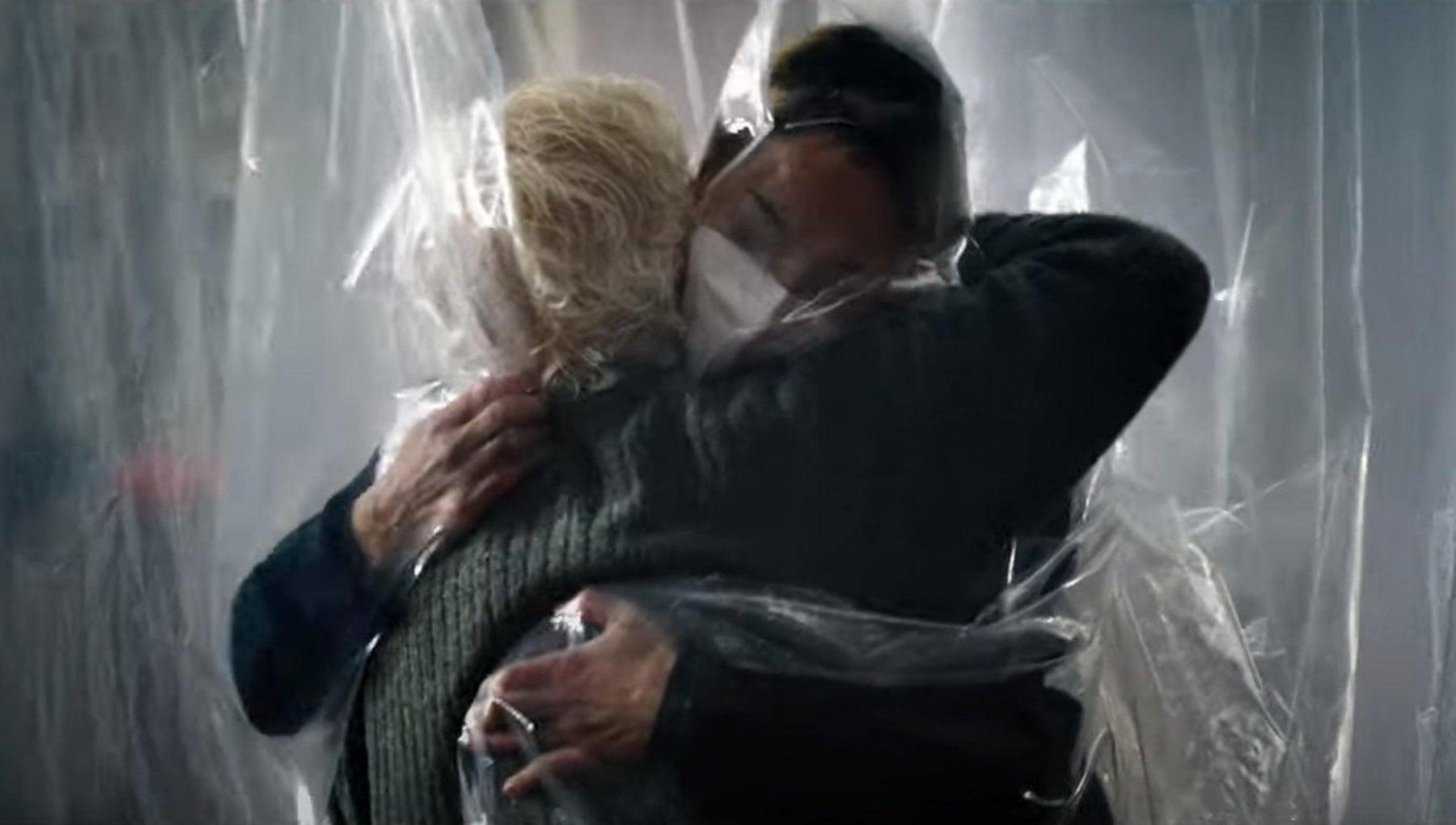 Giornata mondiale degli abbracci. Ecco perche ci e mancato tanto stringerci nellanno del Covid