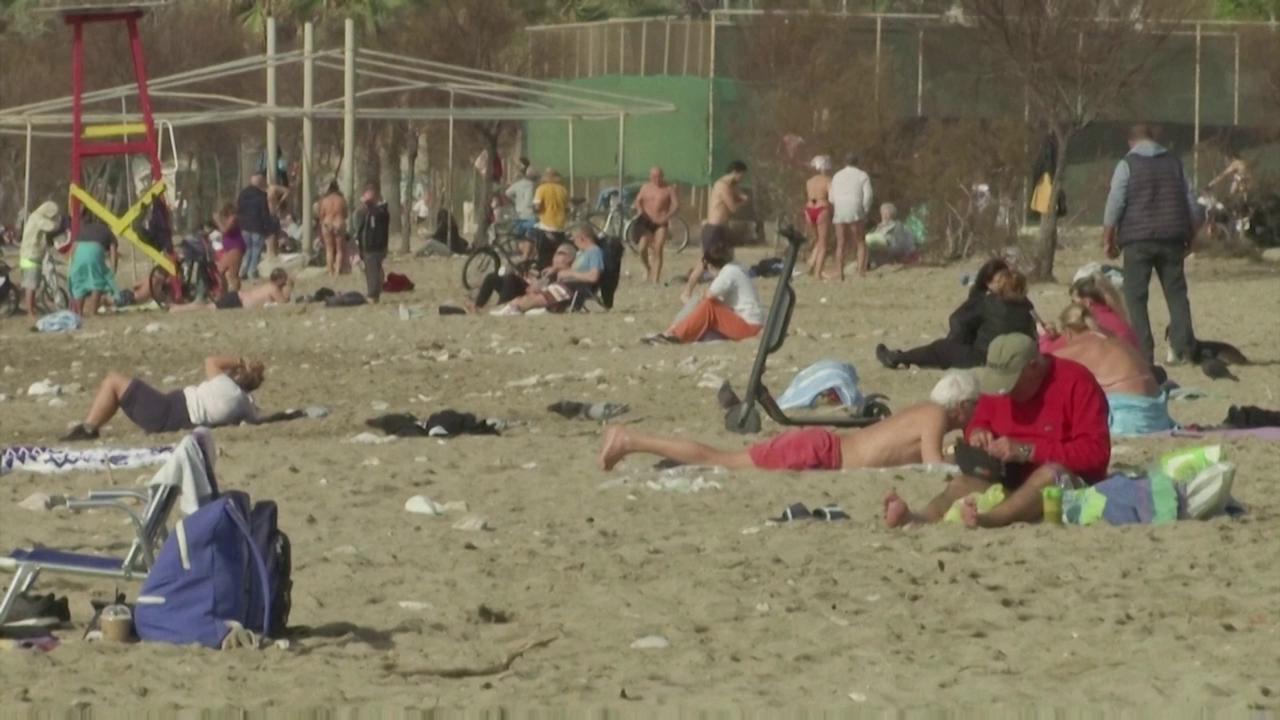 Grecia caldo record fuori stagione folla sulle spiagge nonostante il lockdown