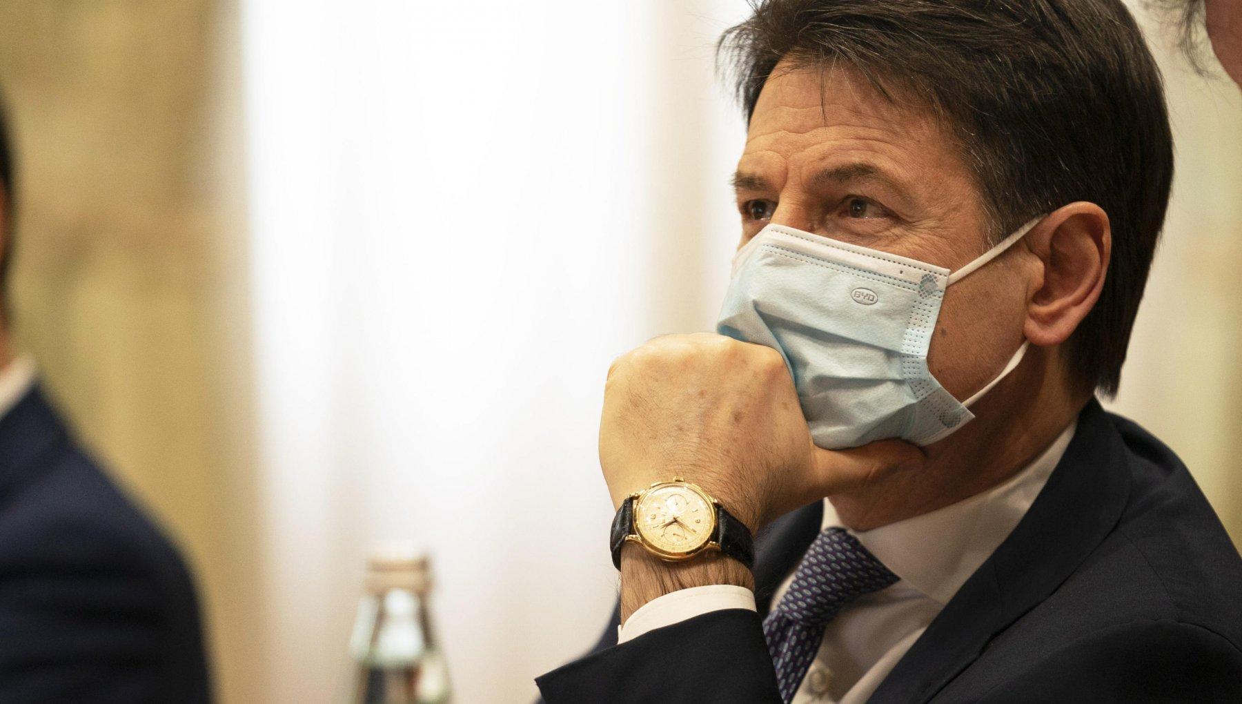 Hanno tutti ragione Conte in bilico ecco cosa puo succedere nella pazza crisi italiana