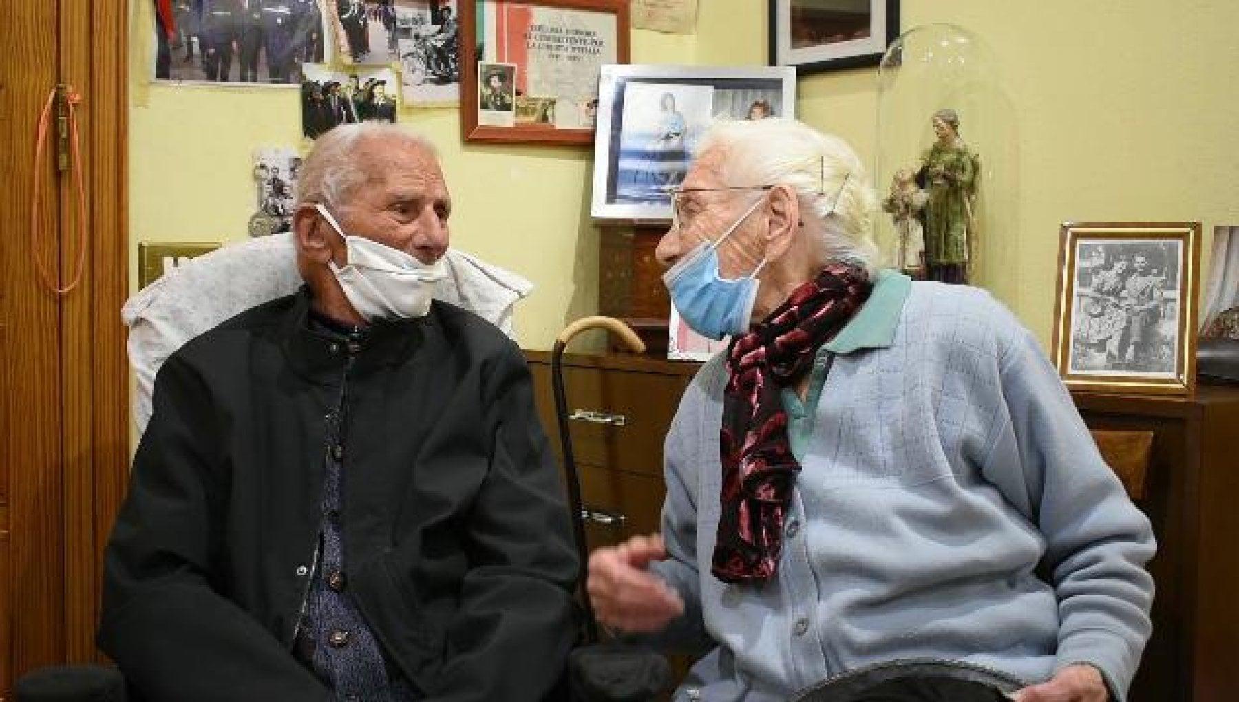 Il Covid spinge la silver economy il 508 dei pensionati ha aiutato in questi mesi figli e nipoti