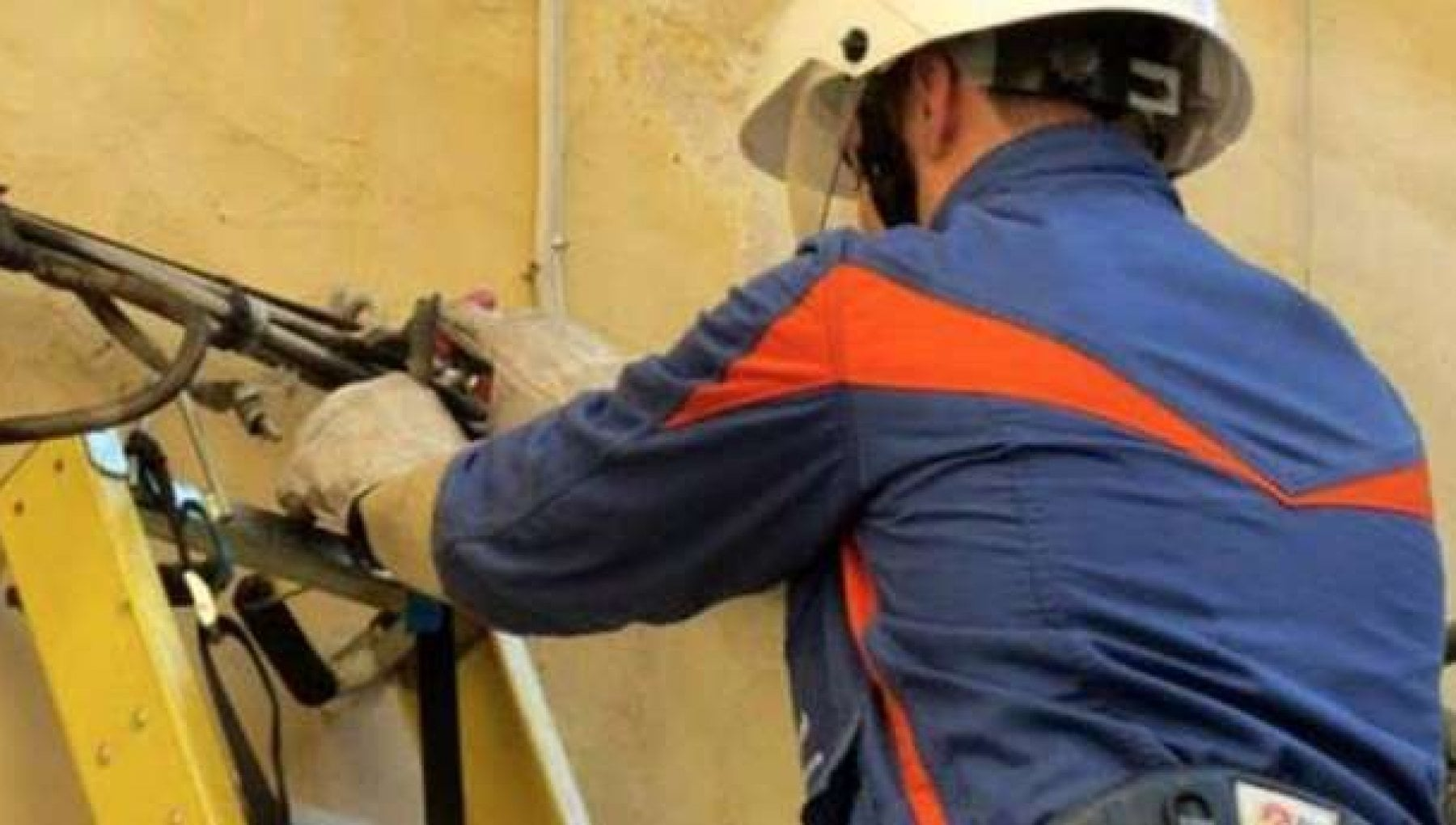 Incidenti sul lavoro tecnico Enel morto nel Casertano