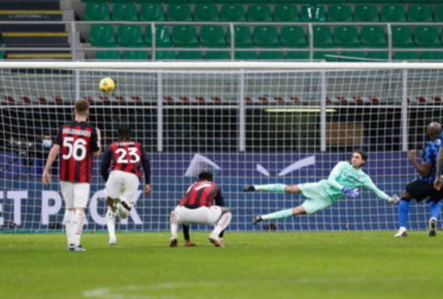 Inter in semifinale di Coppa Italia Lukaku e Eriksen ribaltano il Milan dopo il gol di Ibra espulso