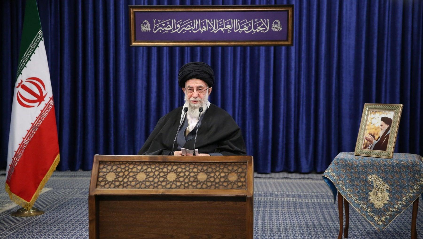 Khamenei minaccia Trump La vendetta e inevitabile. E Twitter lo sospende