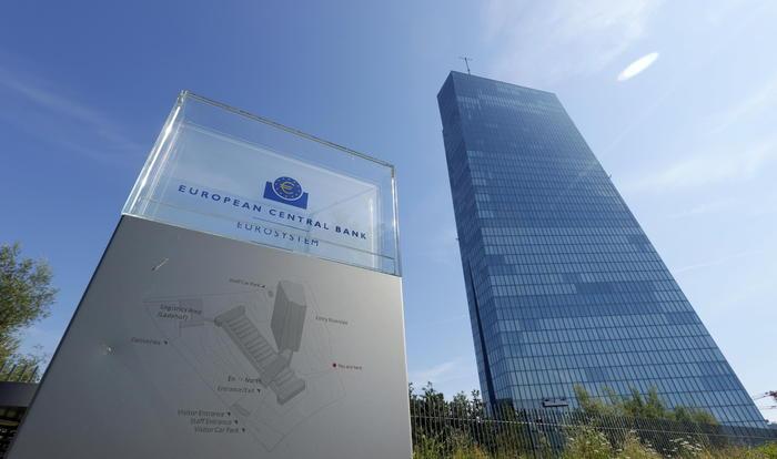 La Bce vede nero per la crescita e chiede deficit
