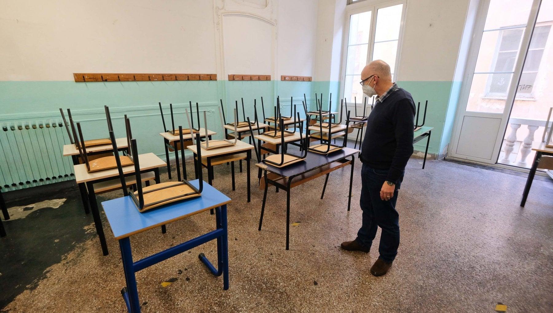 La scuola rinvia lapertura delle superiori 14 Regioni hanno gia detto no