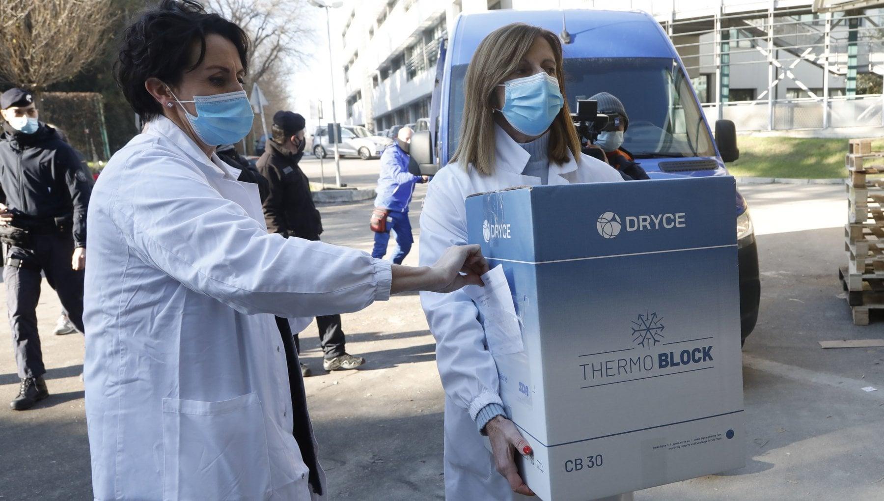 Le incognite della fase 2 ma Arcuri accelera sui vaccini agli over 80
