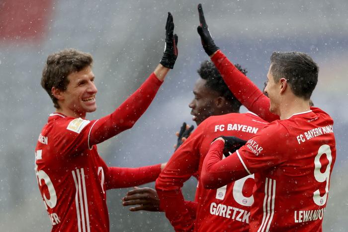 Lewandowski 21 gol a meta campionato batte Muller