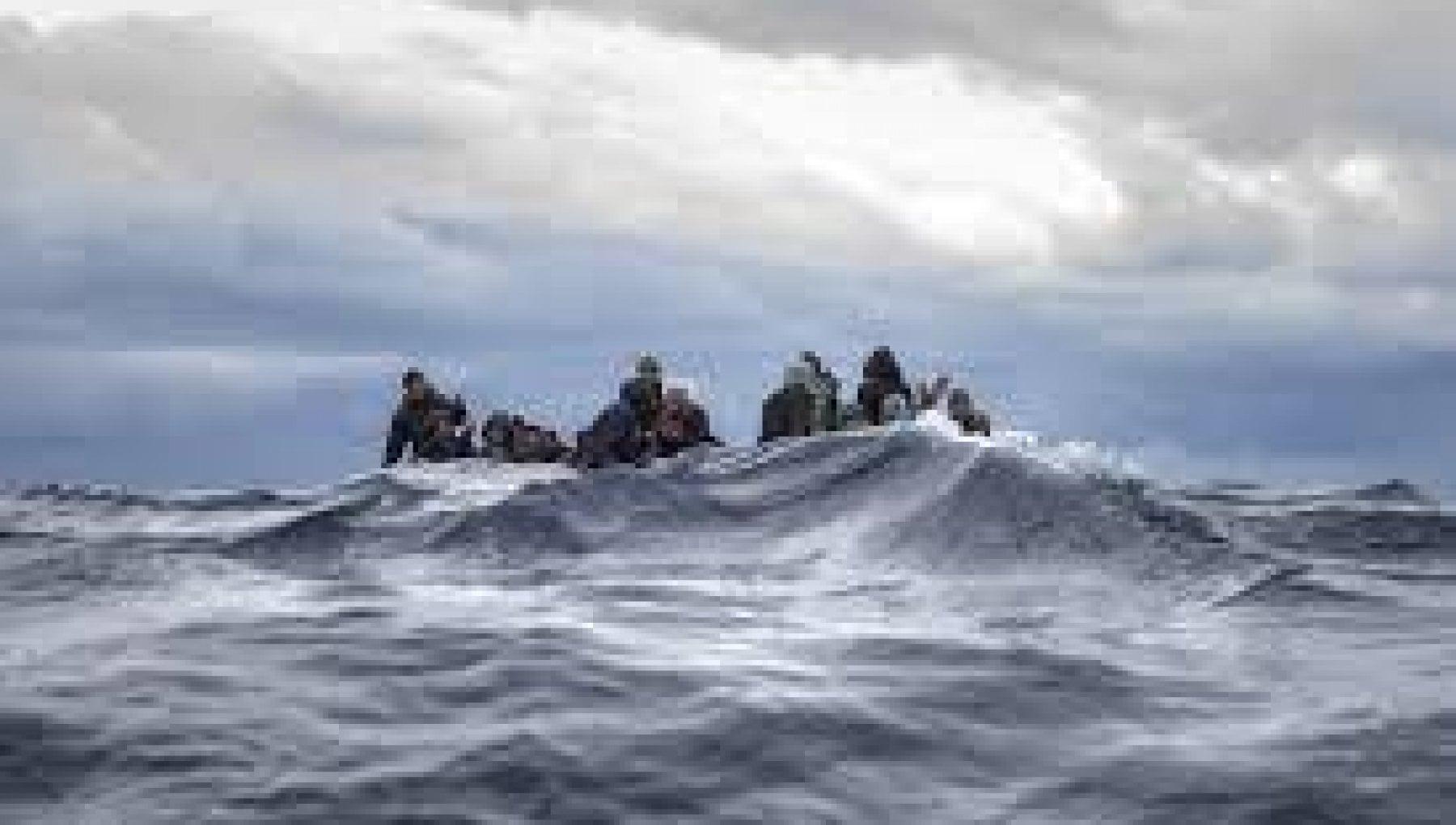 Migranti vicino alla costa libica 145 persone in balia della onde. Nessuno li soccorre