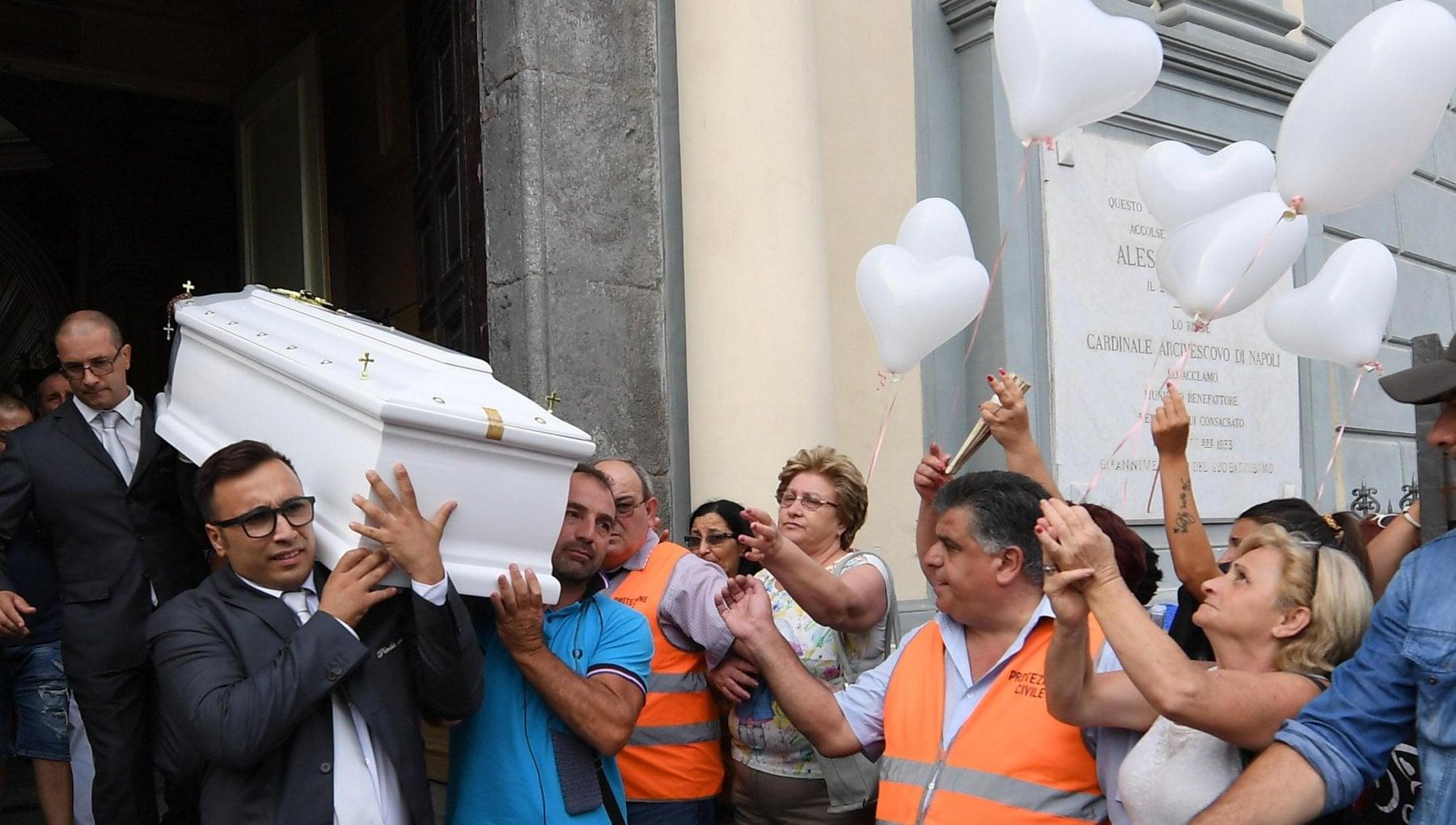 Napoli suicida dopo la diffusione di video la Procura ora indaga per omicidio