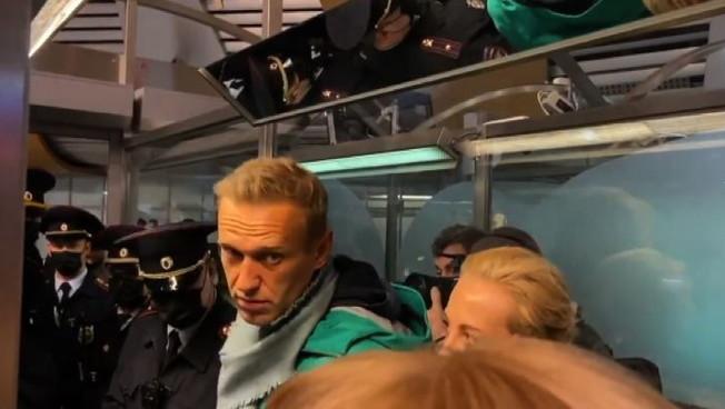 Navanly al ritorno a Mosca viene arrestato volo dirottato