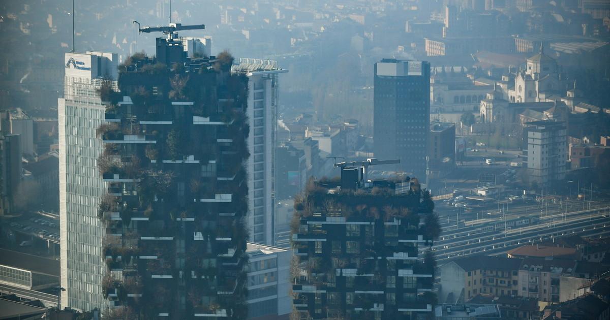 Niente macchine ma smog alle stelle polveri sottili il dato che inchioda chi vuole cancellare le automobili